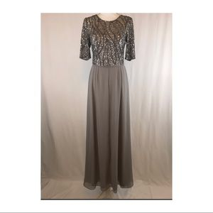 Adrianna Papell Embellished Bodice Gown Size:8